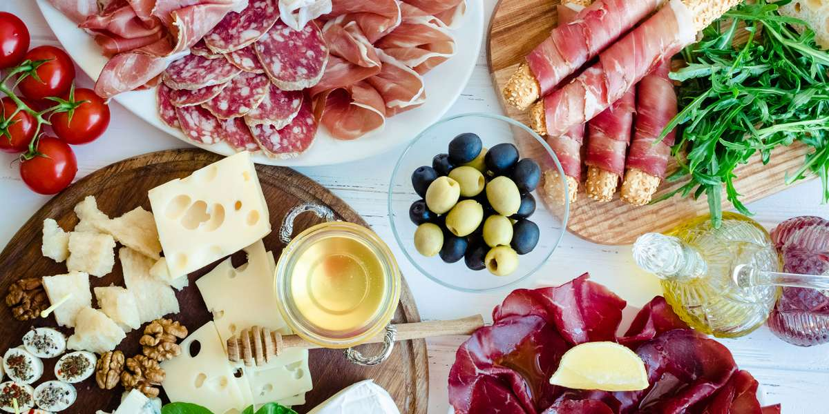 As one of the premier catering companies in the area and with over thirty 5 star reviews on Yelp, we pride ourselves on our concept: catering made simple. Our extensive but office-friendly menu offers breakfast, sandwiches, hot entrees, and even dishes that cater to your groups dietary restrictions! - San Francisco Catering Company