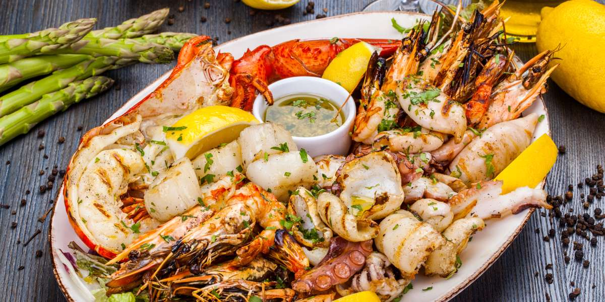 Whether you are planning a board meeting, sales launch, a fundraiser, or a holiday gathering, Jake's Famous Crawfish has customizable options for all your needs! - Jake's Crawfish