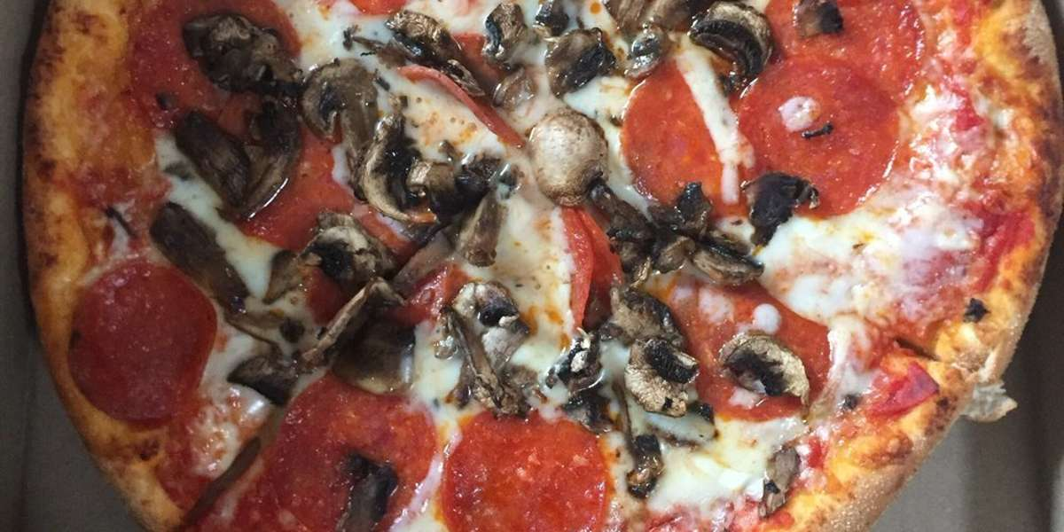 Want a taste of delicious Italian fare? Look no further than Boston. Our pasta dishes, sandwiches, salads, and pizza will wow any crowd. - Rome Pizza & Grill