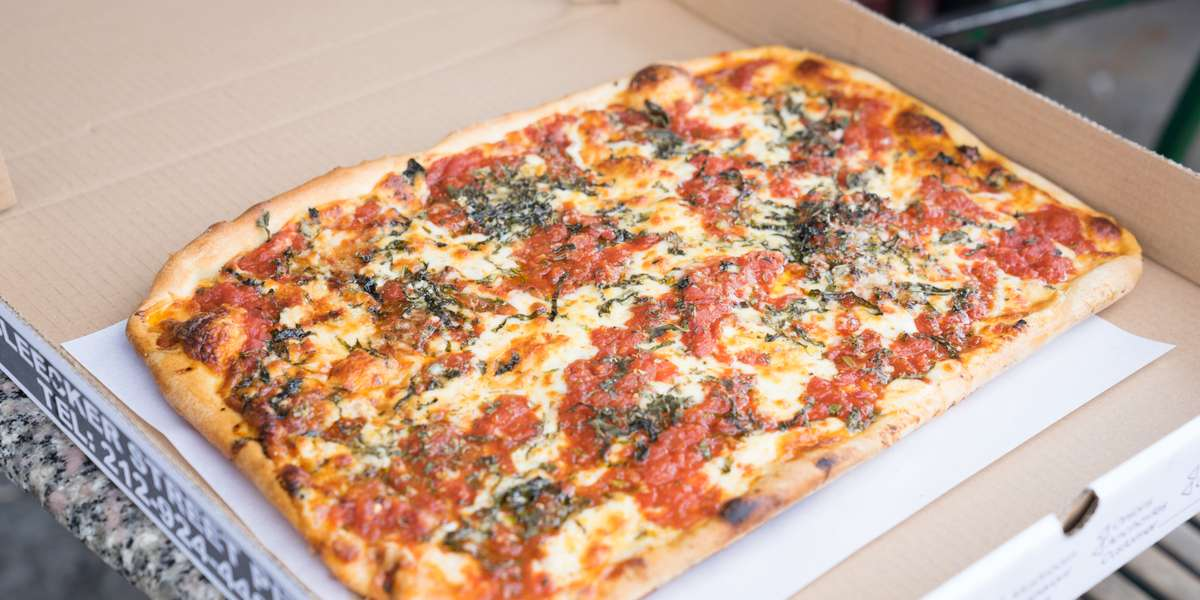 Looking for the best pizza in town? We believe that we have it, and with so many celebrity guests we think others agree as well. Try our Nonna Maria Pie, a customer favorite and made from an old family recipe straight from Tuscany. This amazing thin crust pizza is loaded with fresh mozzarella, homemade marinara sauce, Parmesan, and basil. We offer generous portions and unbeatable flavors, our other entrees include gluten free pizza, calzones, salads, pasta, and more!