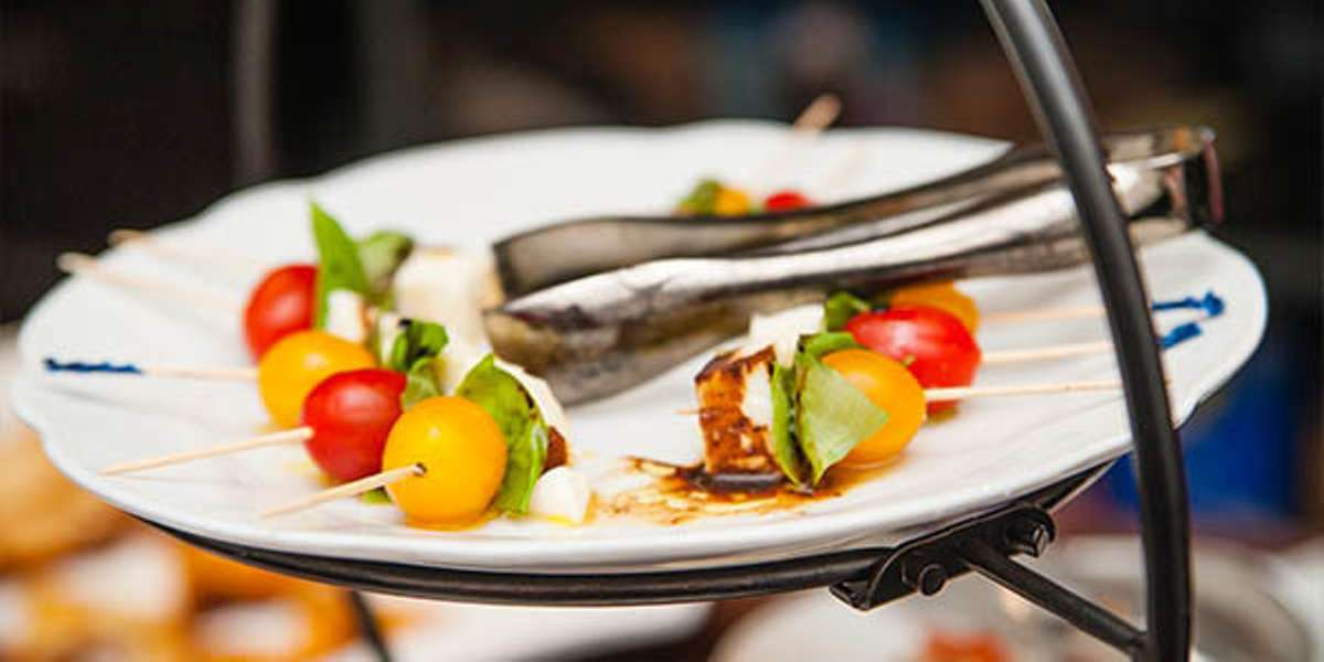 After more than three decades cooking around the world, we decided to bring our global expertise to Mesa. Our all inclusive catering package allows you a quick and easy ordering experience and your guests a glimpse of our time in Italy! - Aroma Catering