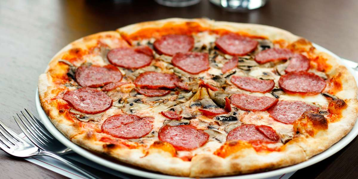 We are an Italian food truck serving up delicious pizzas and pastas, ready for your next event! We have the best New York-style pizza in Dallas. Let us cater your next meeting! - Yummy Pizza & Pasta